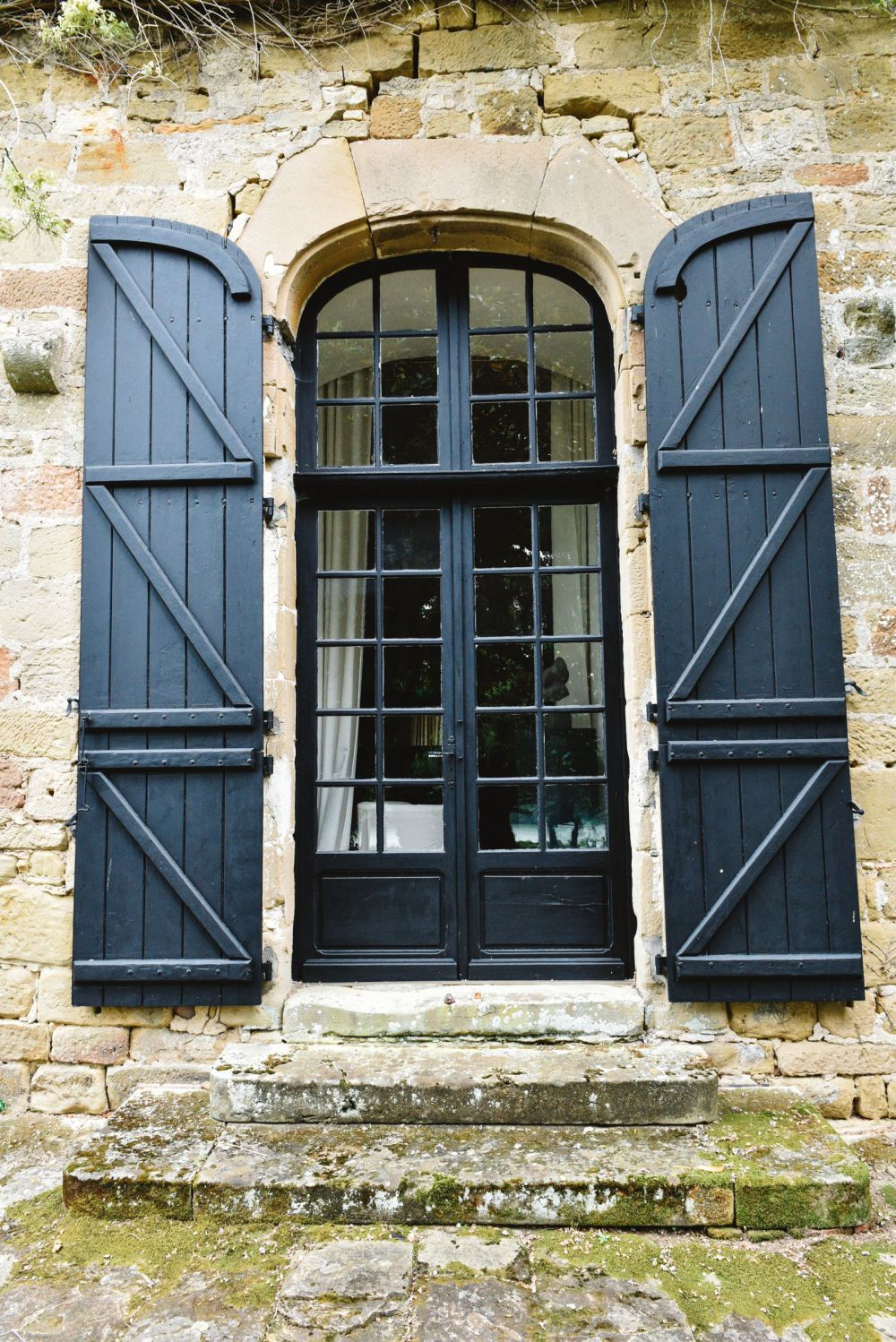 Exploring Château de Lissac In The Dordogne Valley Of France (6)