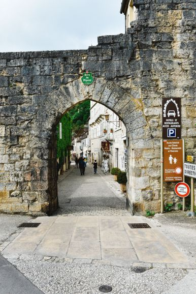 This Is The Most Dramatic Village In France - Rocamadour (9)