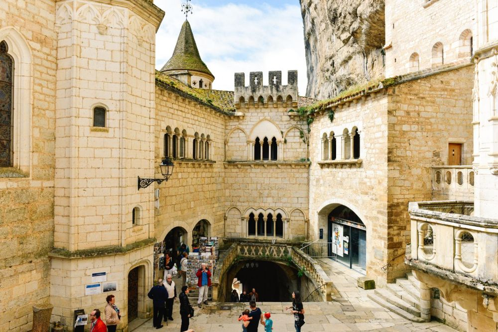 This Is The Most Dramatic Village In France - Rocamadour (32)