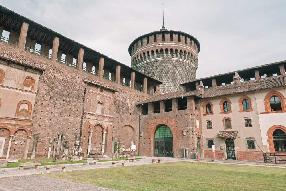 10 Very Best Castles In Italy To Visit (10)