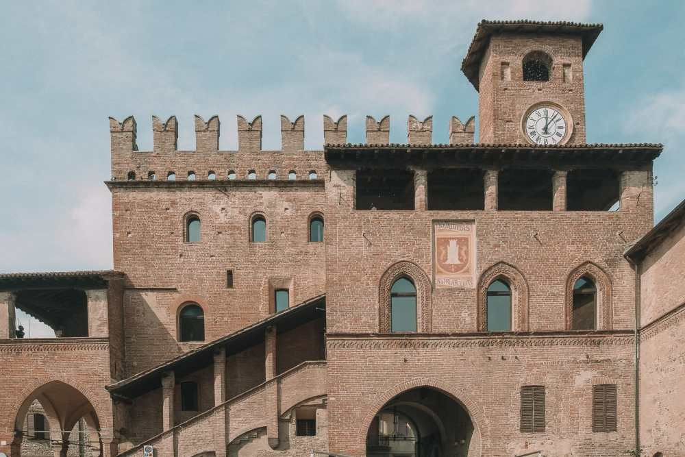 10 Very Best Castles In Italy To Visit (11)
