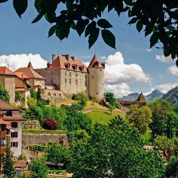 9 OffBeat Places You Have To Visit On A Road Trip In Switzerland (8)