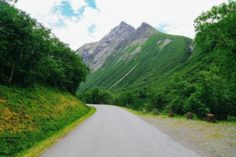 Driving Through The Absolutely Stunning Norangsdalen Valley In Norway (5)