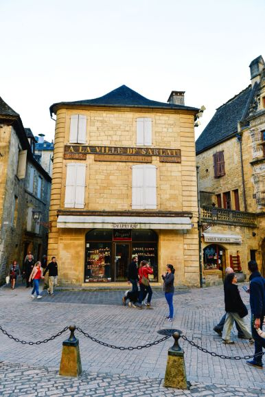 The Old Historic French Town Of Sarlat (5)