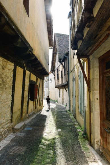 Charming Issigeac... The Medieval Village In France's Dordogne Valley (17)