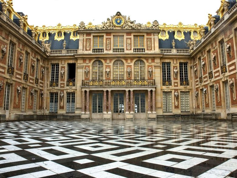 12 Stunning Places You Must Visit On A Road Trip In France (3)