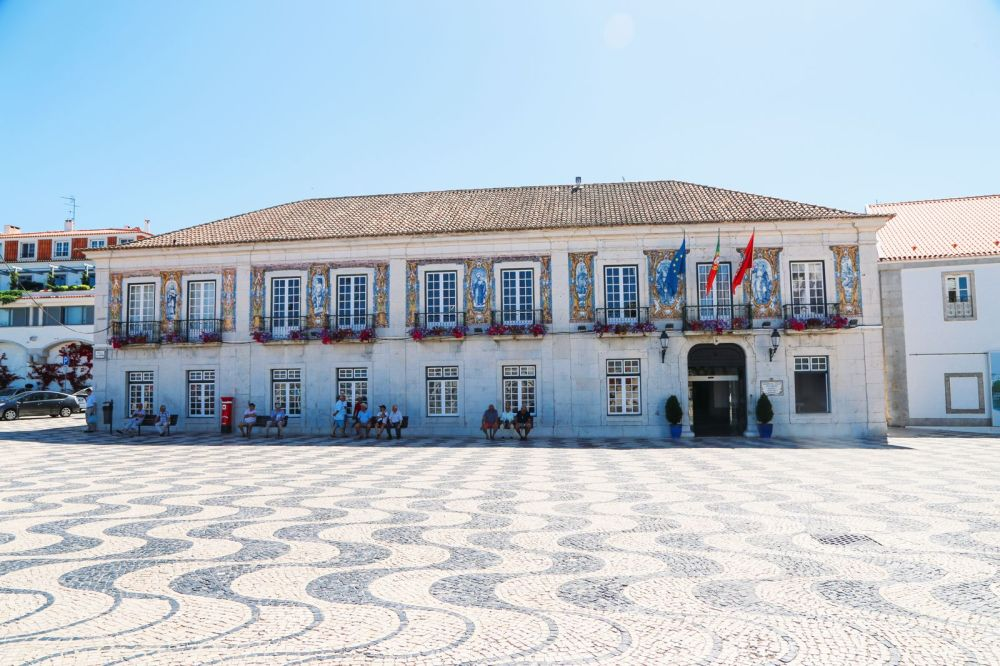 The Beautiful Seaside Town Of Cascais In Portugal... (39)