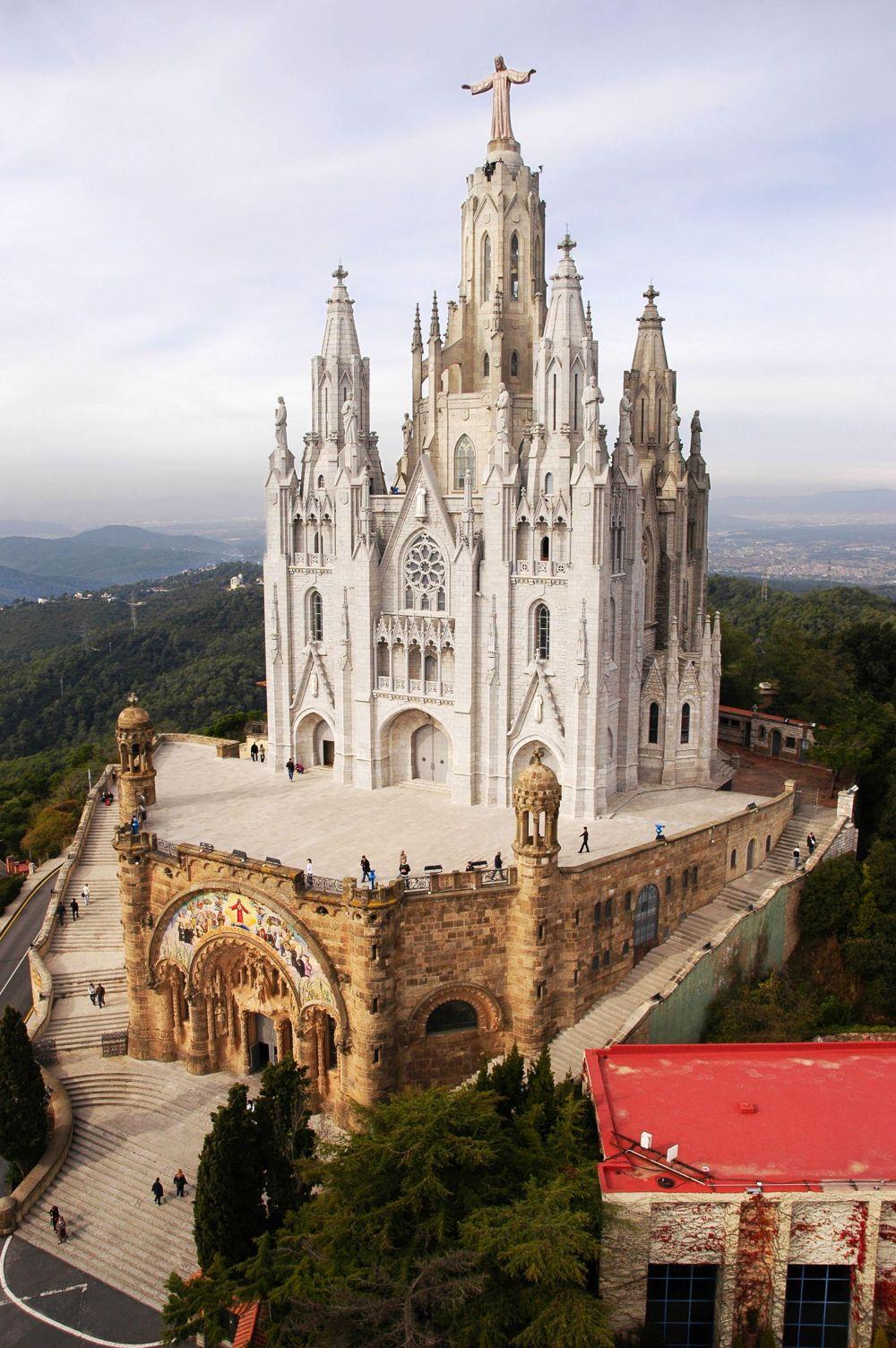Iglesia del Sagrado Corazón en el Monte Tibidabo - otra de las 12 cosas para ver y hacer en Barcelona
