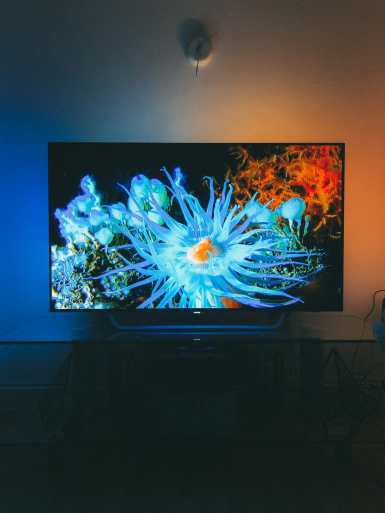7 Reasons Why It's Great To NOT BeTravelling... And Instead, Be At Home! Philips OLED 4K TV (1)