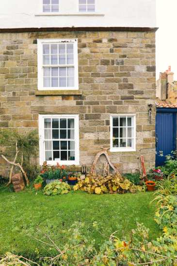 Exploring Ancient England - Robin Hood's Bay And Whitby Abbey (18)