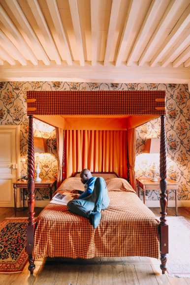 Here's How To Stay In A Castle In France (17)