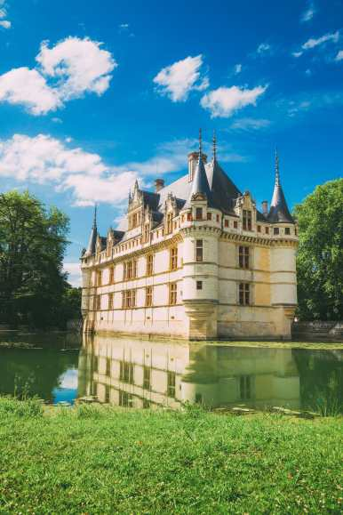 9 Beautiful Wine Regions In France You Need To Holiday In (21)