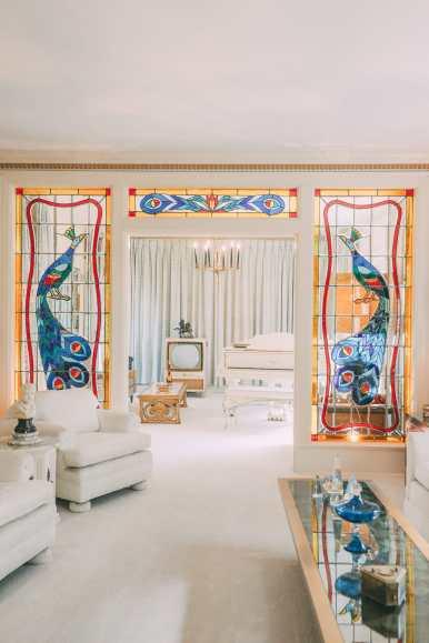 Visiting Graceland - The Home Of Elvis Presley (11)