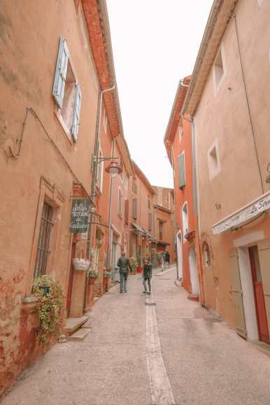 The Absolutely Beautiful Villages Of Gordes and Roussillon In Provence, The South Of France (9)