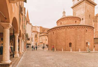 Why You Need To Visit The Ancient City Of Mantua, Italy (11)
