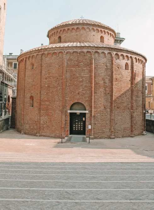 Why You Need To Visit The Ancient City Of Mantua, Italy (20)