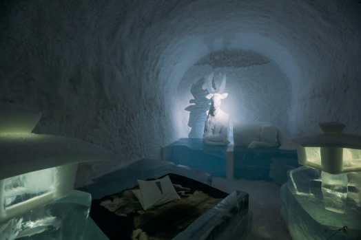 Here's What The ICEHOTEL Looks Like Inside (22)