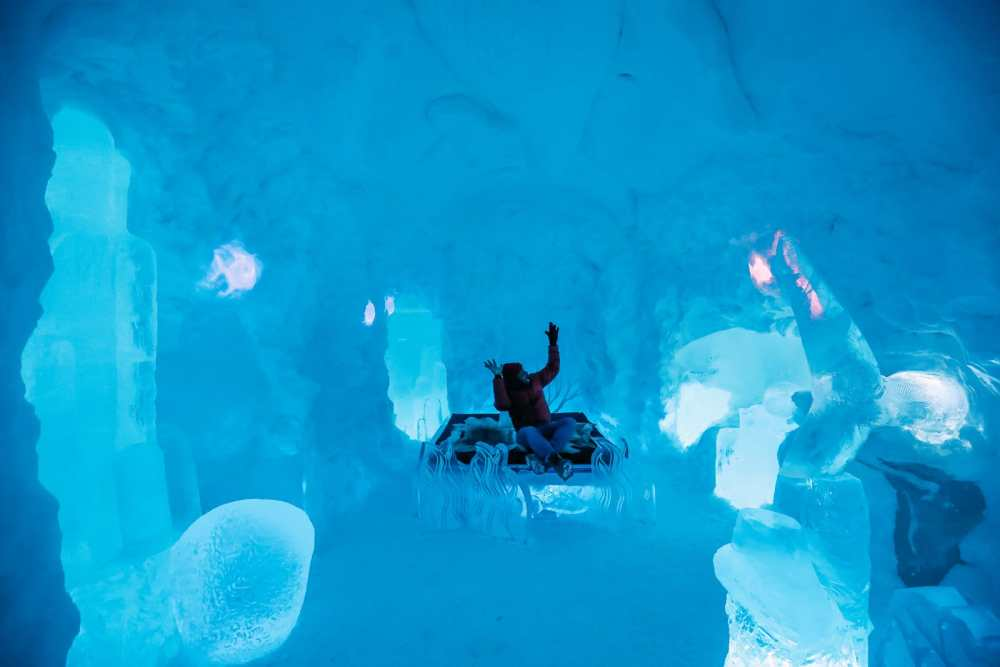 Here's What The ICEHOTEL Looks Like Inside (52)