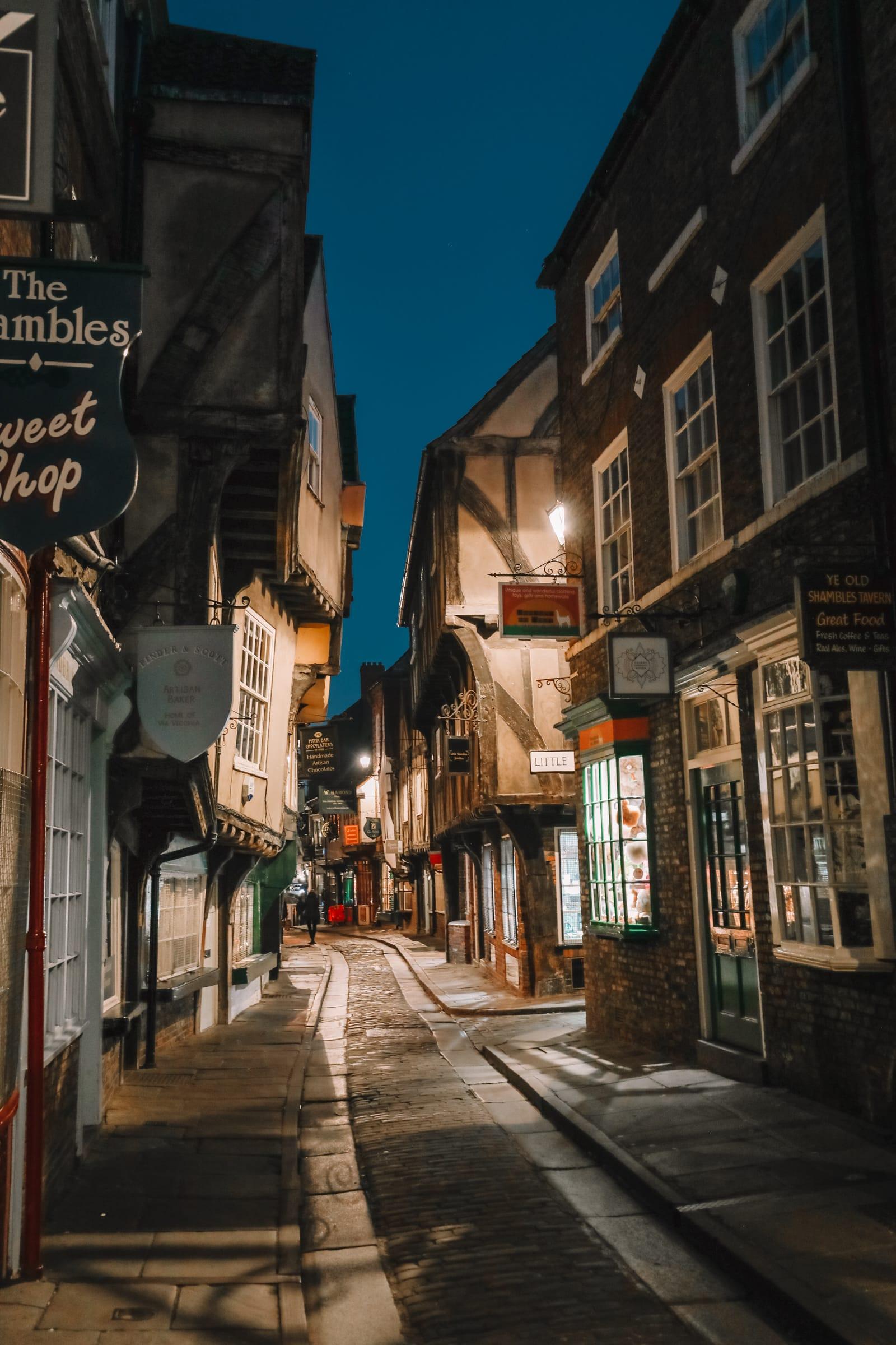 Exploring The Beautiful Ancient City Of York, England (55)