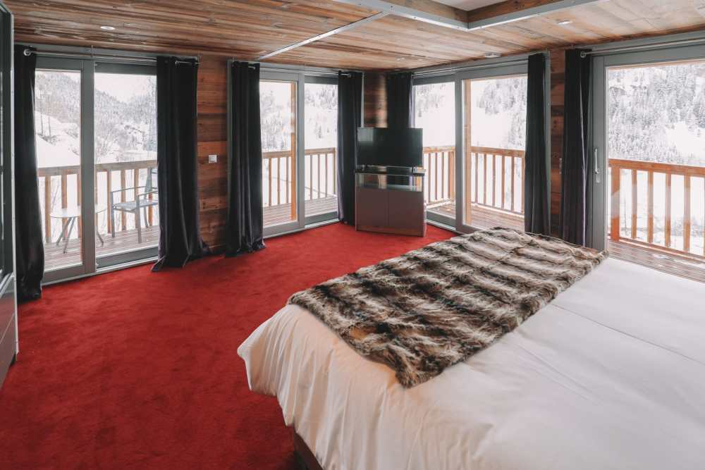 The Best Ski Chalet In Tignes, France (9)