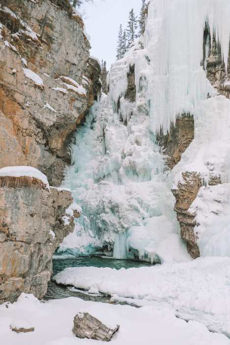 Hiking Johnston Canyon And Seeing The Northern Lights Over Canada (15)