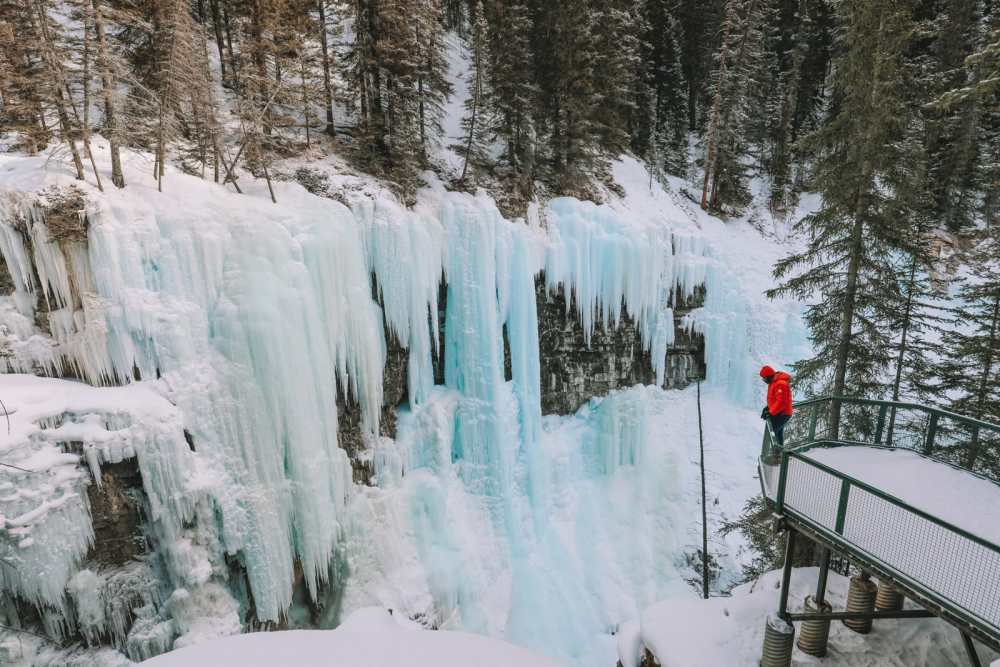 Hiking Johnston Canyon And Seeing The Northern Lights Over Canada (23)