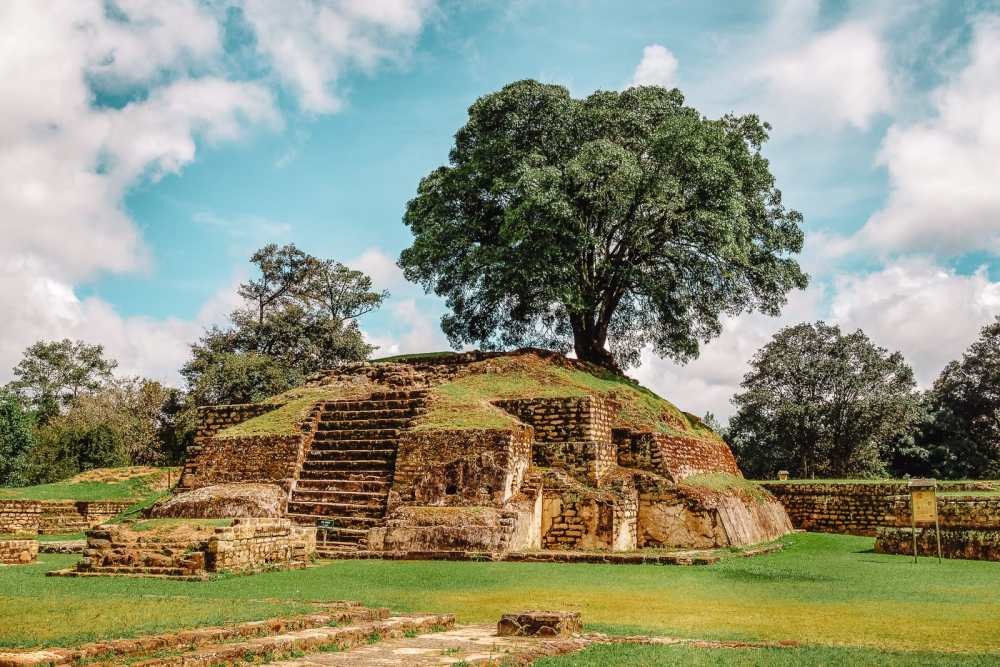 Guatemala Travel: 13 Amazing Mayan Ruins You HAVE To Visit! (3)