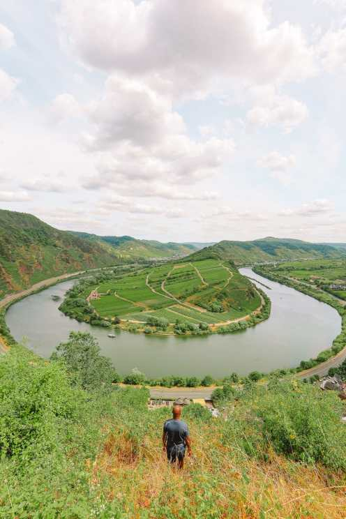 The Incredible Moselle Loop And Beautiful Town Of Bernkastel Kues In Germany (7)