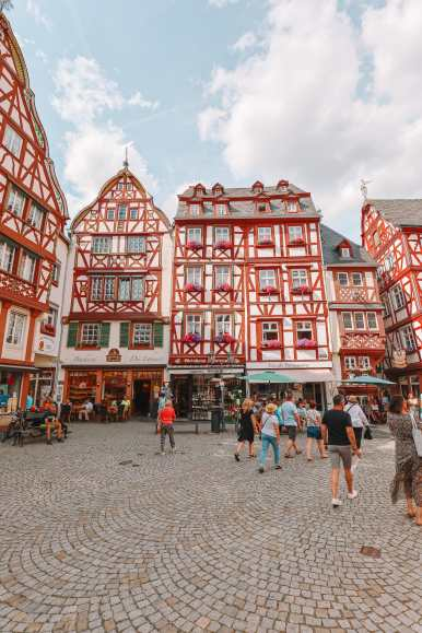 The Incredible Moselle Loop And Beautiful Town Of Bernkastel Kues In Germany (19)