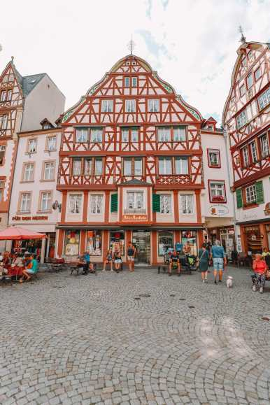 The Incredible Moselle Loop And Beautiful Town Of Bernkastel Kues In Germany (20)