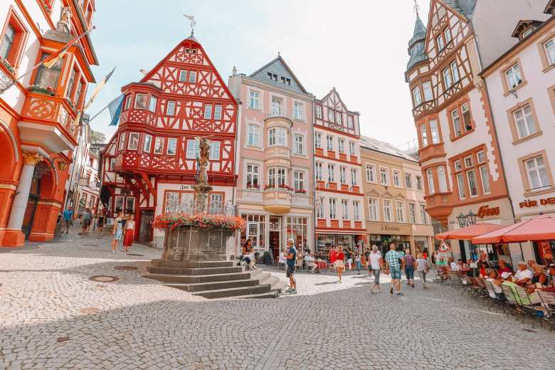 The Incredible Moselle Loop And Beautiful Town Of Bernkastel Kues In Germany (22)