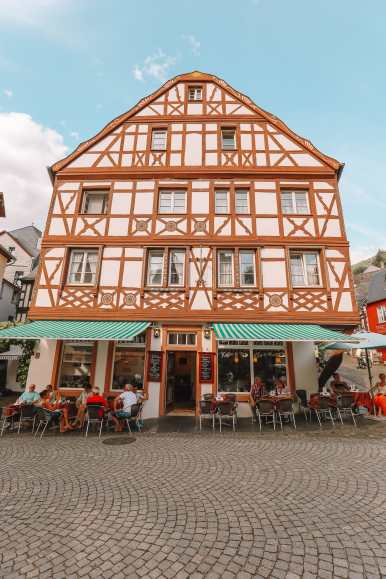The Incredible Moselle Loop And Beautiful Town Of Bernkastel Kues In Germany (24)