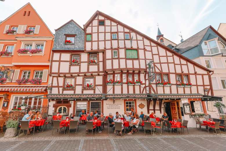 The Incredible Moselle Loop And Beautiful Town Of Bernkastel Kues In Germany (27)