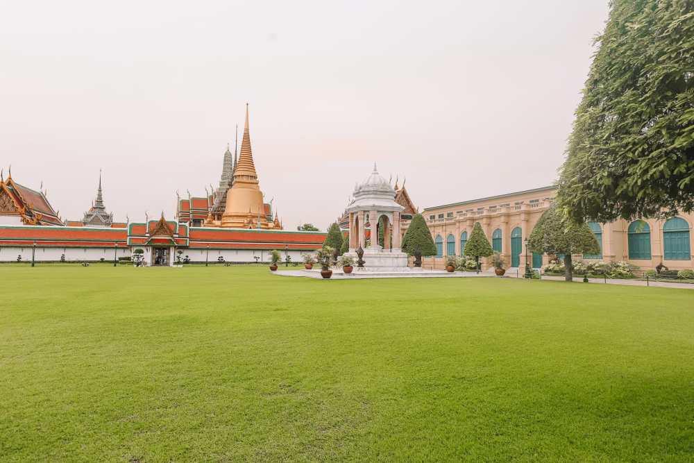 The Grand Palace And Khlongs Of Bangkok, Thailand (9)