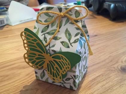 Geschenkverpackung - Milchkarton mit Schmetterling
