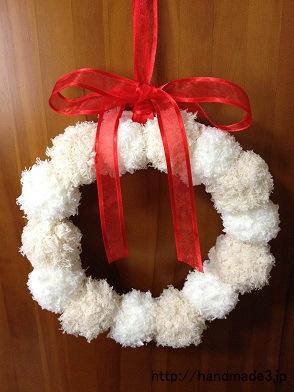 毛糸のポンポンでクリスマスリースを作ってみた