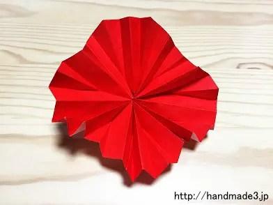 折り紙で立体のカーネーションを折った