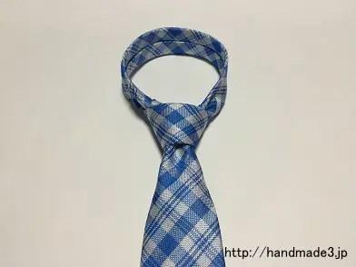ネクタイのセミウインザーノットの結び方