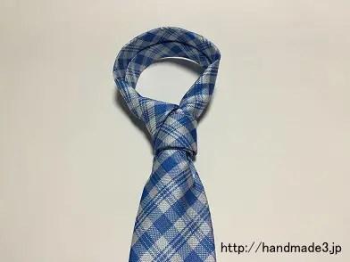 ネクタイのクロスノットの結び方