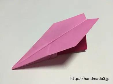 折り紙でへそ飛行機を作った