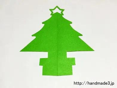 切り紙でクリスマスツリーを作った