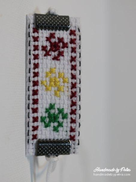 Мартеница за ръка с три свастики - handmadebypetra.com
