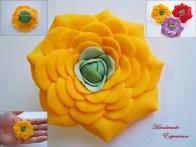 brosa martisor floare galbena