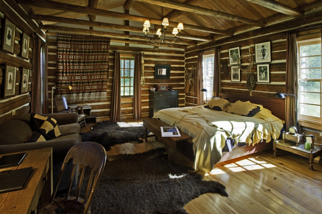 No partitions in a log cabin  Handmade Houses with