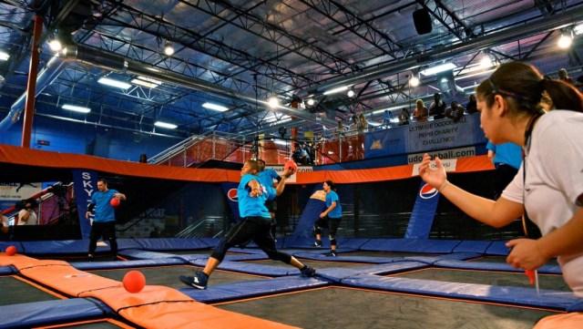 Video    DodgeBall, the American cousin of handball!