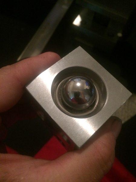 Қисық монета және металл доппен мандрел