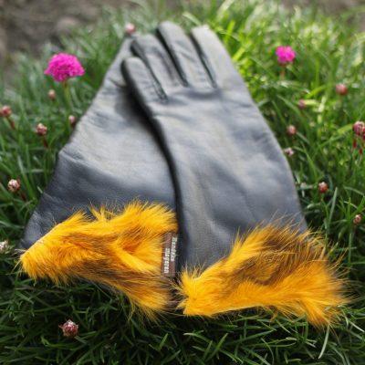 Sort handske med gul kant af opossum