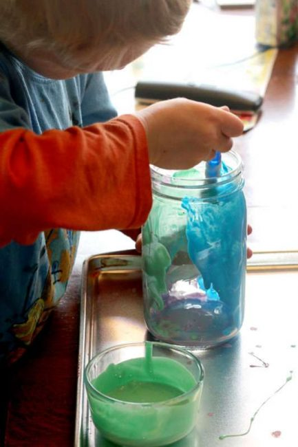 Learn how to tint mason jars with your kids! These pretty jars make great gifts!