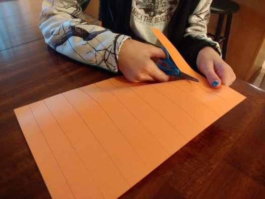 Cut out the strips to make your thankful chain. This is great fine motor practice!