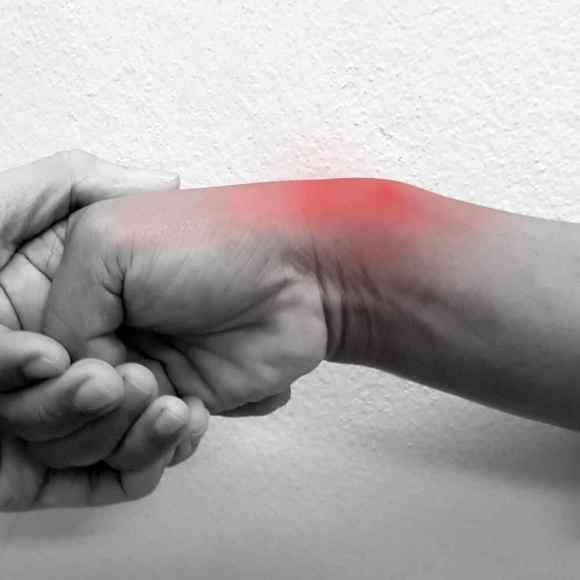 hand therapy for de quervain tenosynovitis